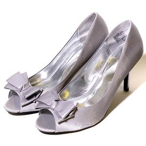 Tevolio Silver High Heels with Bow